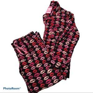 LA SENZA pink lips flannel pajamas Lola & Coco